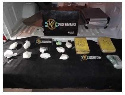 ERAN DISTRIBUIDOS EN VILLA BARBERÁN - Perro policía detectó 3 kilos de cocaína ocultos en un auto