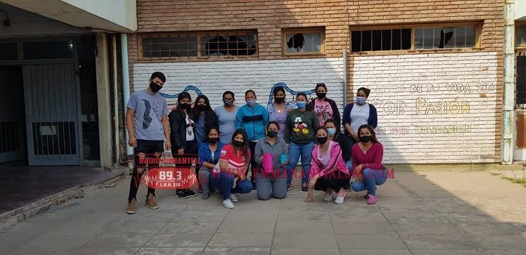 Villa Ángela: El Movimiento Barrios de Pie Brindó una Chocolatada para Agasajar a los  Estudiantes de la E.E.S. Nº 9
