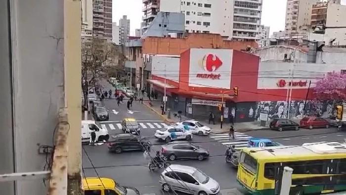 Barras de Independiente, a los tiros en pleno centro de Avellaneda