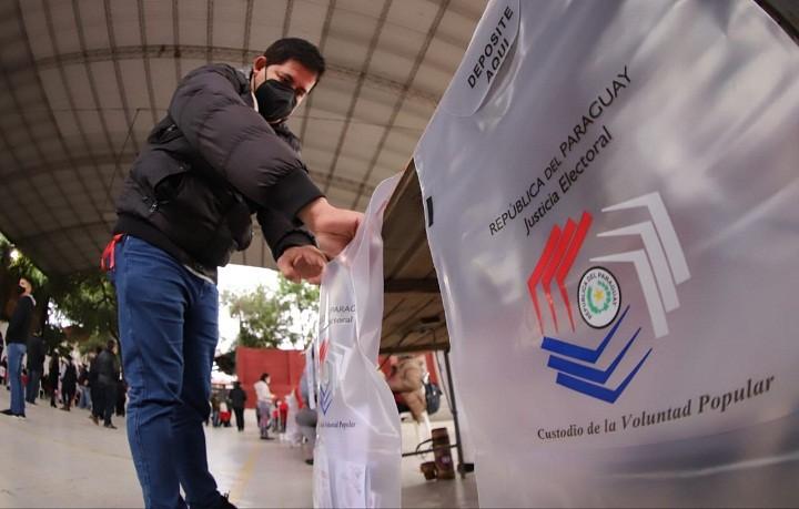 Paraguayos eligen intendentes tras violenta campaña y en una prueba para el Gobierno