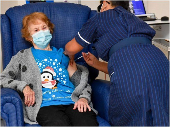 Coronavirus: una mujer de 90 años, la primera en recibir la vacuna en el Reino Unido